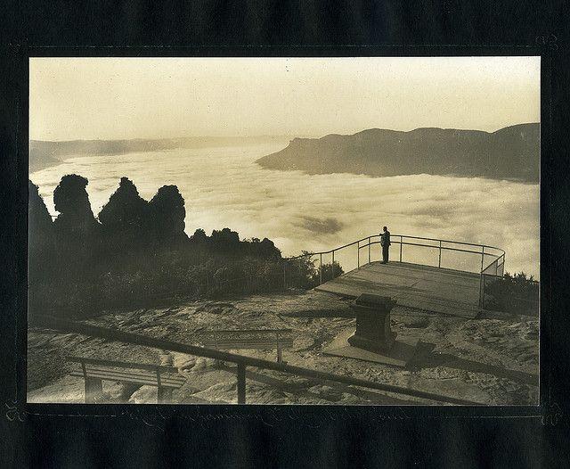 Mists in Jamieson Valley, Echo Point  Harry Phillips