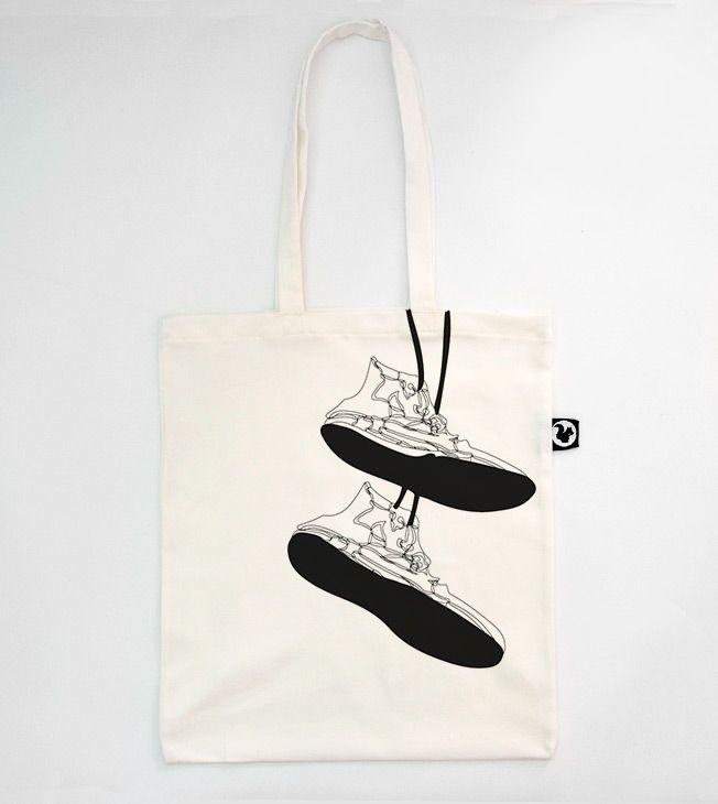 Shuus totebag.  #totebags #screen #printed #black&white #handmade #serigrafia #diseño #hanging #shoes #bag  #zapatillas