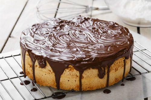 Βασιλόπιτα –κέικ με άρωμα λεμόνι και γλάσο σοκολάτας