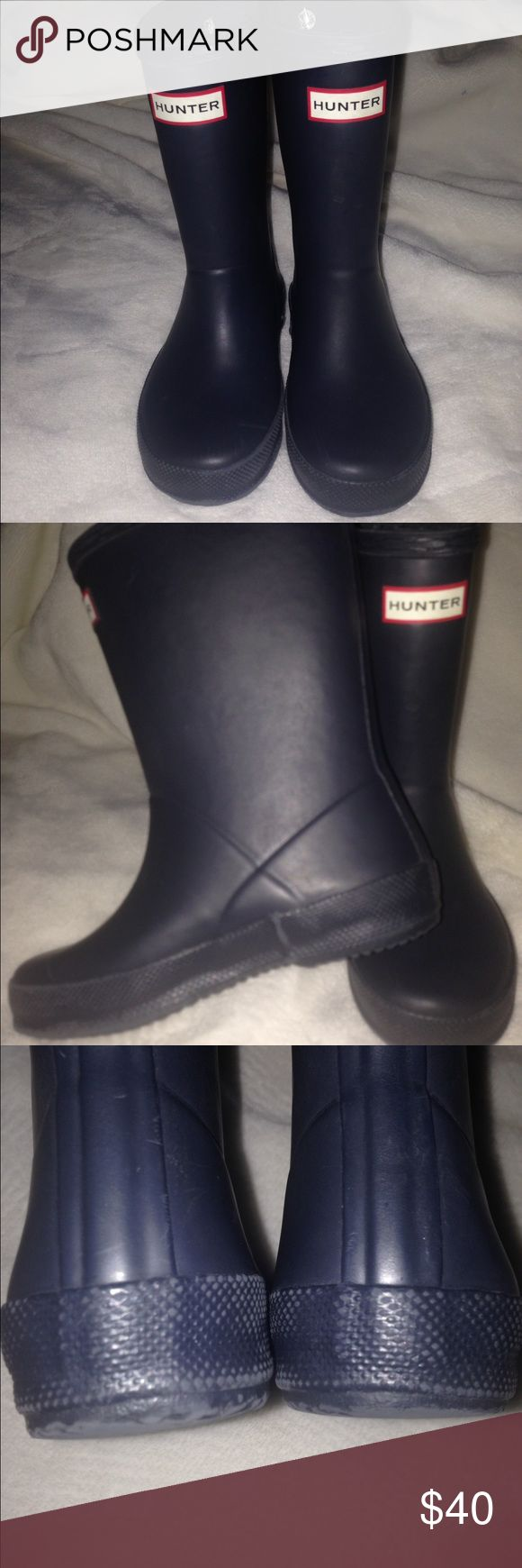 hunter boots bundle with hunter socks Good condition over all with little wear on heel and white socks (small 8-10) are in great condition... do have box for boots Hunter Boots Shoes Rain & Snow Boots