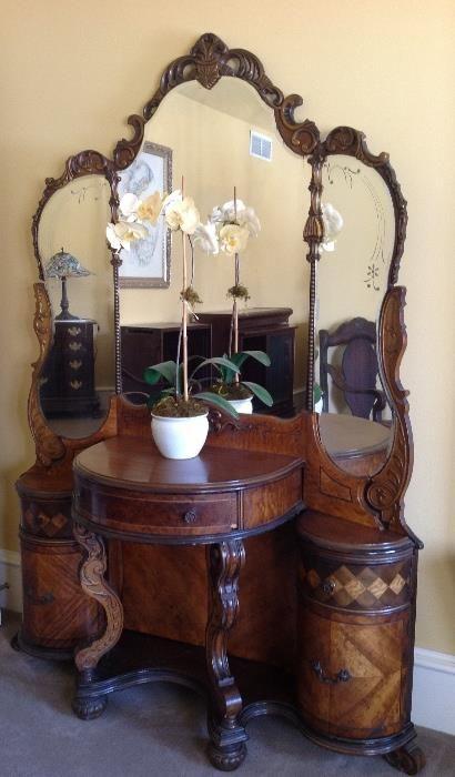Found on EstateSales.NET: Art Deco mirrored vanity