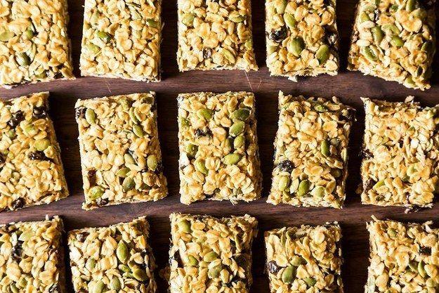 Barras de granola vegan não cozidas feitas em cinco minutos