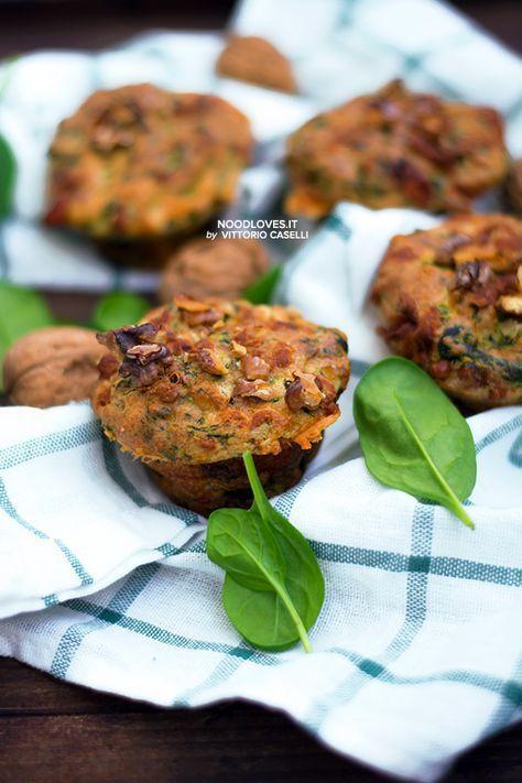 Muffins senza glutine vegetariani con spinaci, provolone e noci sbriciolate!  La ricetta su http://noodloves.it/muffins-senza-glutine-salati/  #Muffins #MuffinSalati #Spinaci #Provolone #Brunch #Aperitivo #GlutenFree #Vegetarian #Ricetta #Rustici #Buffet