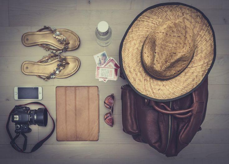 Als je in de vakantie weg gaat ontkom je niet aan inpakken. En dan komt de grote vraag: hoeveel heb je nodig? Je kunt immers niet je hele huis meenemen in je koffer. We zijn geneigd zo veel mogelijk mee te nemen. Je kent het wel, voor de zekerheid ook nog een extra trui,