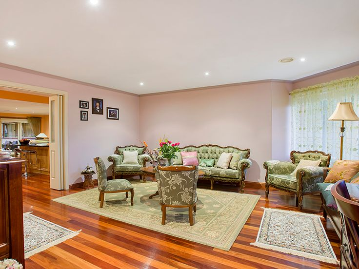 16 Hogan Grove Werribee #barryplantwerribeetarneit