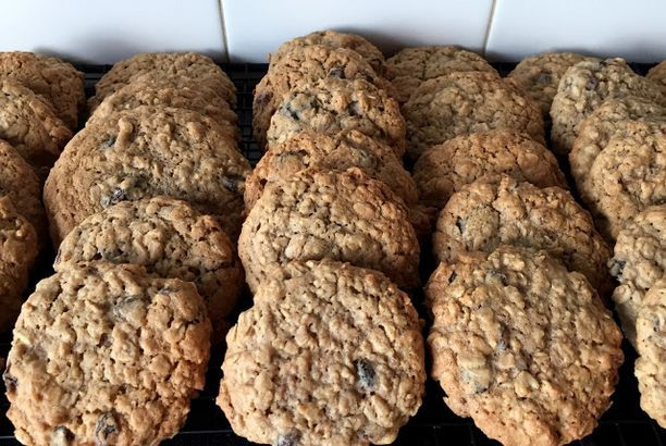Big Oatmeal Raisin Cookies