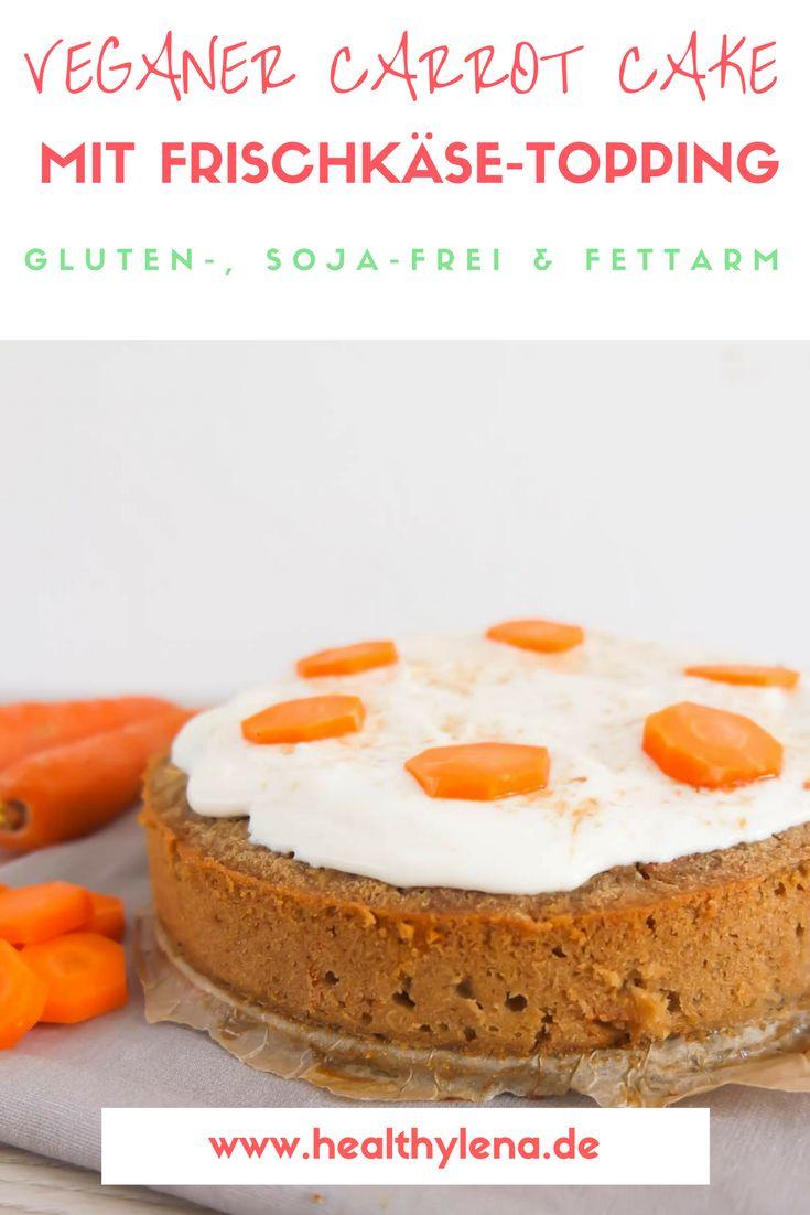 Die Faszination um den Carrot Cake hat mich erst spät erwischt. Für mich klang das süße Gebäck viel zu sehr nach Gemüse, als dass ich daran gedacht hätte, dass diese Art von Kuchen für mich in Frage kommen könnte. Wie falsch ich damit lag! Das Rezept für meinen veganen Carrot Cake mit Frischkäse-Topping kam nicht nur bei meinen Testessern gut an ;) Glutenfrei und optional auch ohne Soja! Hier geht's zum Rezept. #vegan #veganbacken #backen #backrezept #dessert #kuchen #karottenkuchen