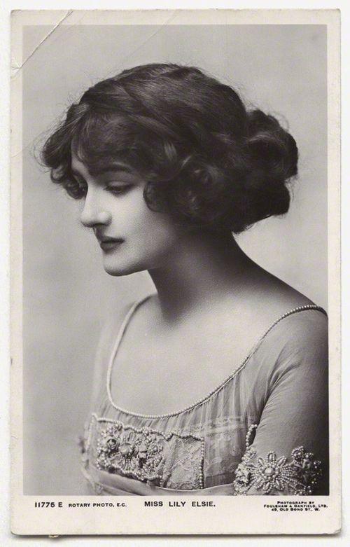 Chignon romantique pour se coiffer élégamment et rapidement - Lily Elsie 1910 - Hello Beauté
