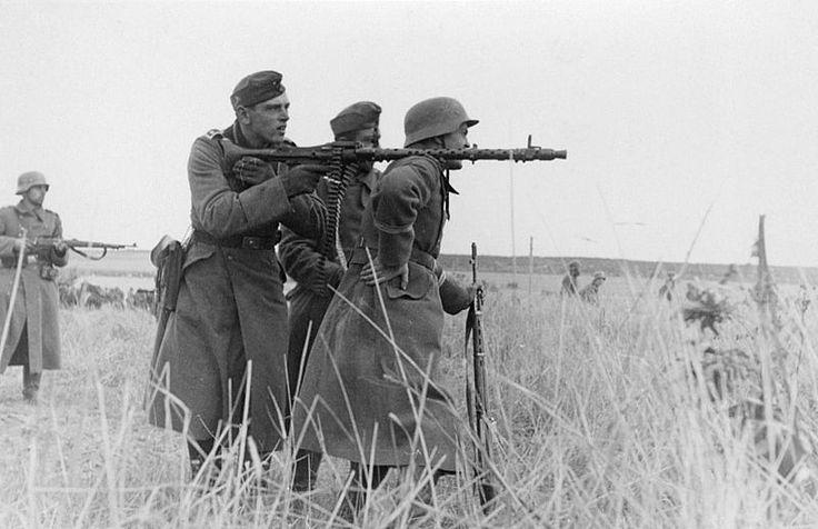 File:Machine gun squad MG34.jpeg