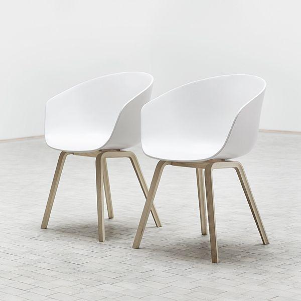 Le fauteuil About a Chair par HAY - réf. AAC22 et AAC42 - assise en polypropylène, coussin fixe en option, piétement en bois, chêne ou frêne, 2 hauteurs pour l'assise - l'art du design nordique