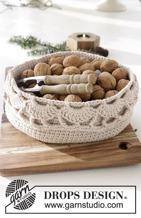 Treat Yourself - DROPS Christmas: Crochet DROPS basket with fan pattern Free pattern by DROPS Design