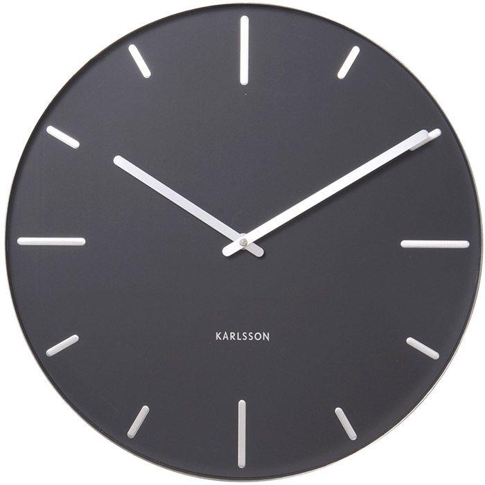 Niezwykle prosty i czytelny zegar ścienny Belt , zaprojektowany dla firmy Karlsson przez Studio Mango. Metalowa tarcza zegara, na której widnieją zarówno wyraźne oznaczenia poszczególnych godzin jak i proste wskazówki sprawia,