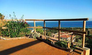 Domus+Sarda+-+Le+Bougainville,+appartement+vue+sur+la+mer+à+Castelsardo+++Location de vacances à partir de Sassari @homeaway! #vacation #rental #travel #homeaway