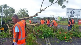 http://latestnewsupdates12.blogspot.com/2016/02/cyclone-winston-leaves-6-dead-thousands.html