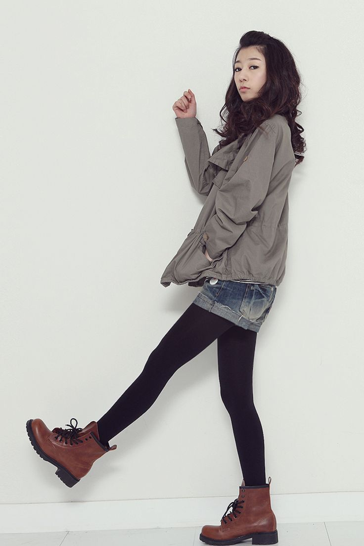 Cute combo: duffel jacket, shorts, leggings, ankle boots. Classic korean (and Japanese) fashion. -Lily
