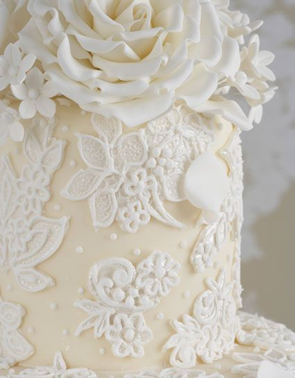 wedding cake details - Check out navarragardens.com for info on a beautiful Oregon wedding destination!