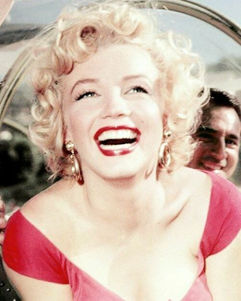 Marilyn at Ray Anthony's party, 1952. He can be seen just above her shoulder here. #MarilynMonroe #NormaJeane