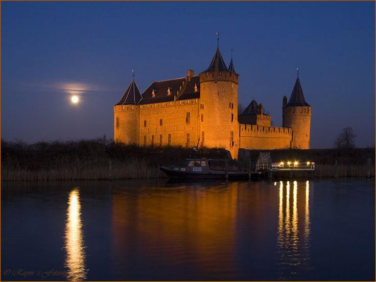 Muiderslot Castle night