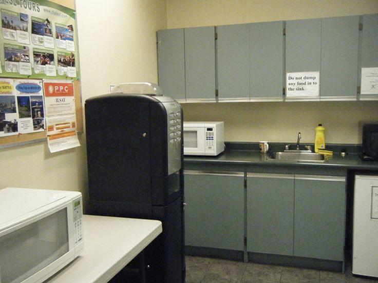 ランチルームです。電子レンジを完備しているので暖かいランチをいただけます。