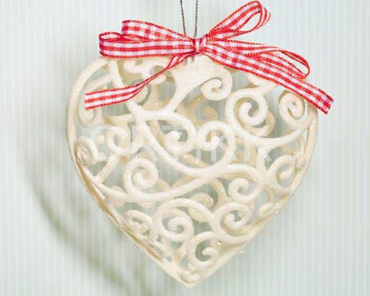 Ażurowe serce z brokatem - zawieszka z kokardą. Doskonałe jako dekoracja, ale także do dalszego ozdabiania. #heart #serce #ażur #ozdoba #dekoracja #decoration #christmas #bożenarodzenie #ortikk