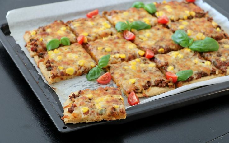 Sunn pizza med enkel havrebunn - uten heving! - lindastuhaug