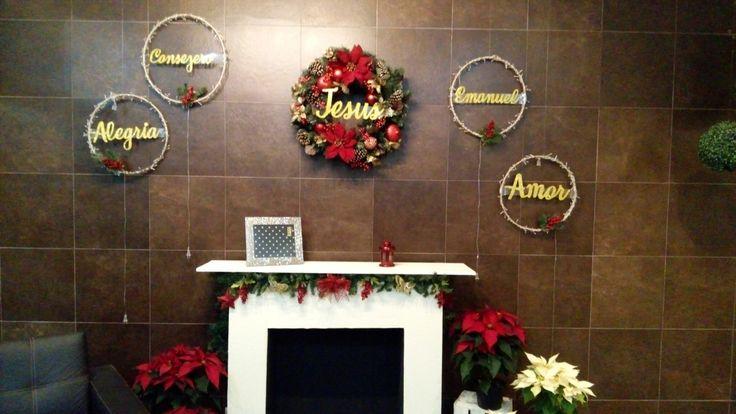 Chimenea hogar navidad Jesús corona