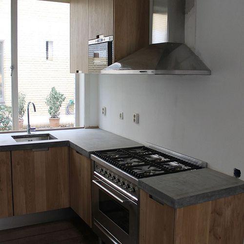 Koak Design Massief eiken houten keuken met ikea keuken kasten door Koak design in de stijl van piet boon en paul van de kooi met een betonnen blad beton keukenblad aanrecht | Flickr - Photo Sharing!
