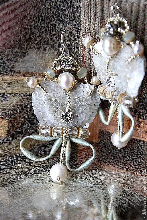 Купить Серьги КA14003 - белый, серьги, корона, детское украшение, ручная вышивка, Сваровски