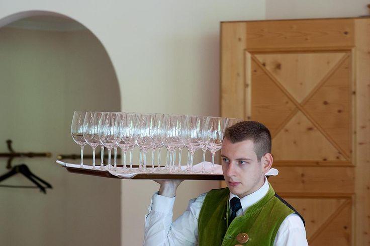 Gläsernachschub im #biohotel Hoteldorf Grüner Baum in Bad Gastein beim #bestofbio #bobwine15 dem Weinverkostungsevent der #biohotels
