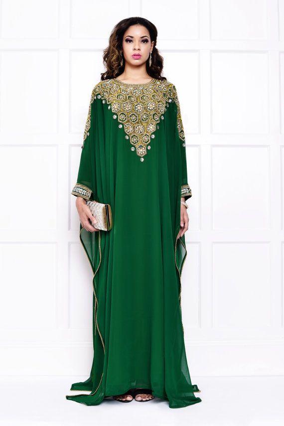 1000  ideas about Emerald Dresses on Pinterest  Green dress ...