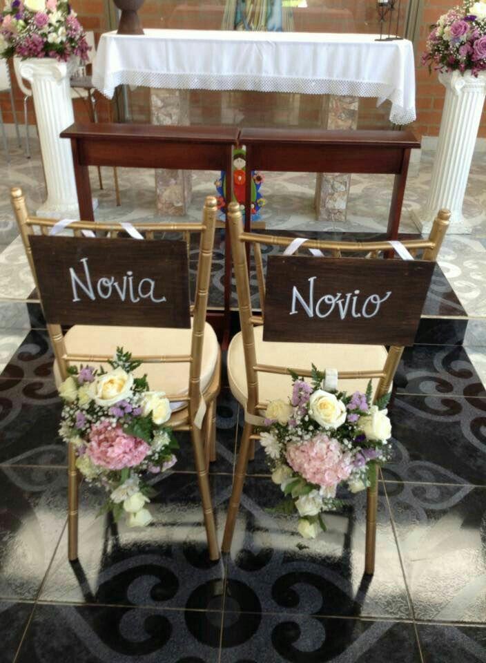 Sillas novios con letrero y espaldares en flores boda for Lo ultimo en sillas