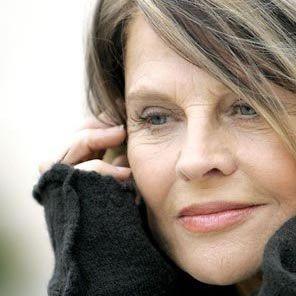"""Julie Christie, 71ans, nous réconcilie avec l'âge. Retrouvez-la avec beaucoup d'autres dans notre Tableau """"Belles à tout âge""""."""