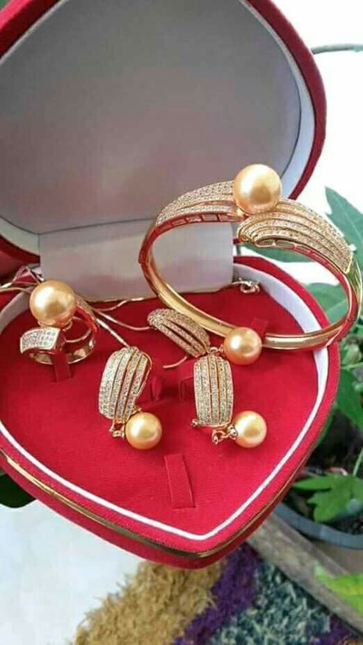 1 set mutiara lombok Pesan Add Bbm : D6AB777F Sms/ tlp. : As 082337322501/ IM3 085785304765 Wa. : Tri 08990127841 NB: Bila anda ragu jangan membeli dulu. Cek dulu resi dan testnominalnya  #mutiara#mutiaralombok#mutiaralaut#mutiaratawar#fashion#perhiasan#rhodium#elegant#allstyle#wisata#senggigi#oleholehlombok#emas#kadoistimewa#wedding#giwang#antinganting#alam#natural#pearl#gold#silver#sekarbela#