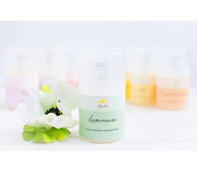 crema matifianta si antipigmentare cu ulei esential de lamaie bio si extract de castravete bio, manufacturata din ingrediente organice.
