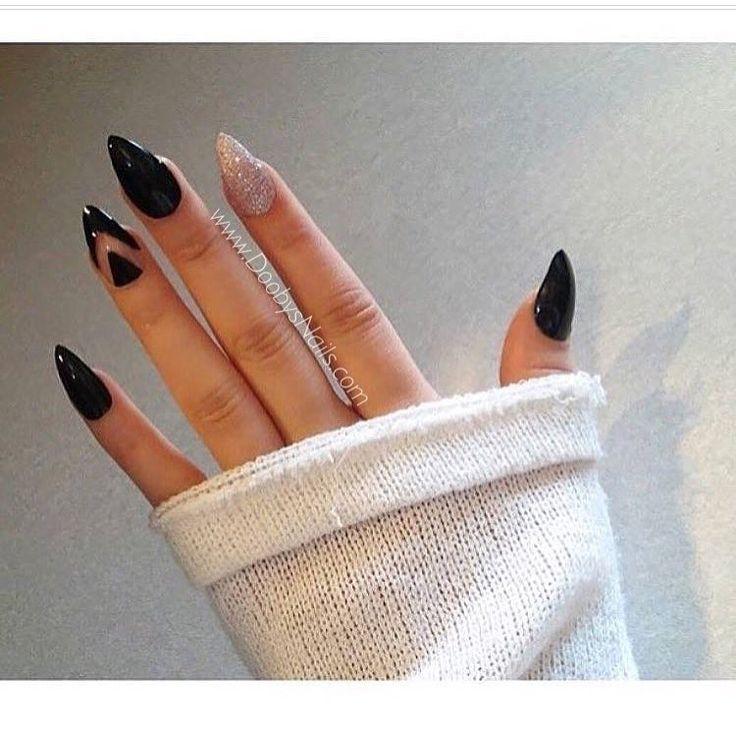 Love that negative space nail..