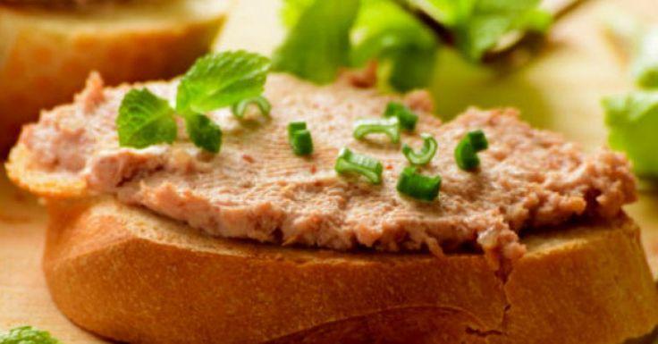 A receita de patê de atum é uma excelente alternativa quando a pedida é um lanche da tarde leve. Também pode ser servido como um aperitivo junto com torradas antes de alguma refeição. Conheça 6 modos diferentes de fazer essa delícia. Patê de atum com a