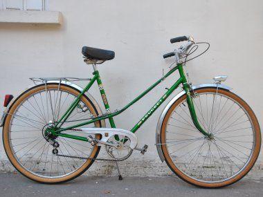 Vélo de ville femme vintage Peugeot http://www.3615design.com/velos-de-collection-28/velo-de-ville-femme-vintage-peugeot-811.html