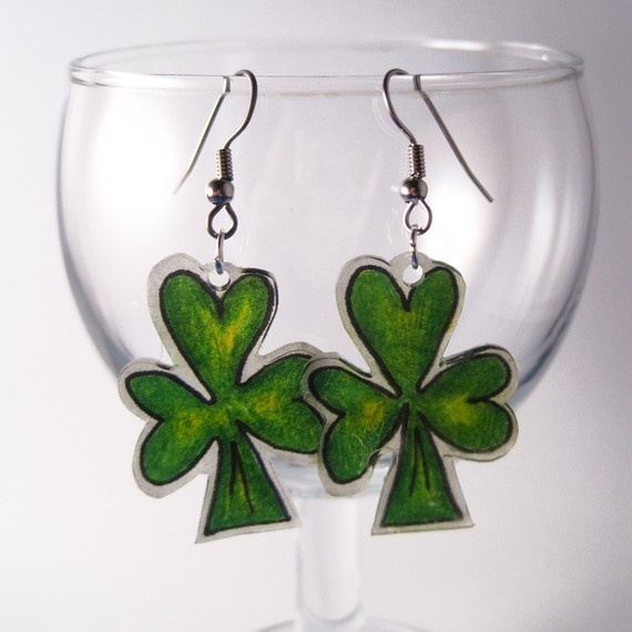 #shrinkydink shamrock earrings. For My handmade greeting cards visit me at My Personal blog: http://stampingwithbibiana.blogspot.com/