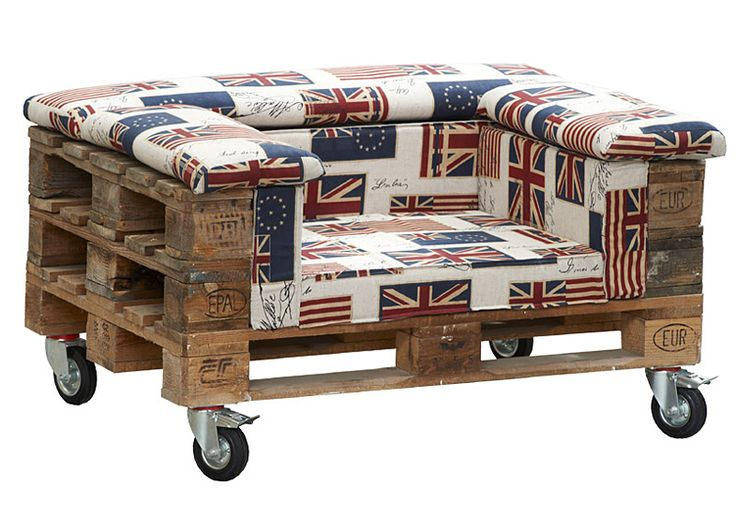 love this chair made from pallets. It even had the Union Jack! - Heather Scott