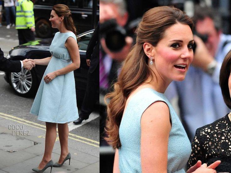 Trucco abbinato a vestito blu hair