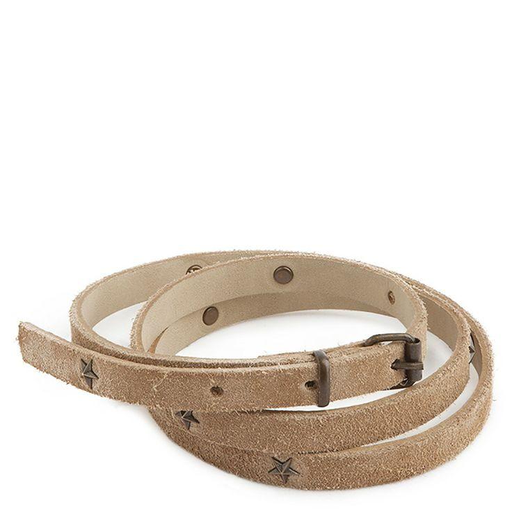 Cinturón estrecho confeccionado en piel vuelta de vacuno.