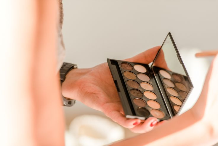 JLook Make-up Art. Meine lieblings Visagistin darf natürlich auch nicht fehlen!  #Visagistin #Visa #beauty #makeup #hair #jlookmakeupart. Welche Frau wünscht sich nicht schön zurecht gemacht zu werden!!! Total entspannend.  Bild: ©http://www.der-rothe-faden.com/ #derrothefaden