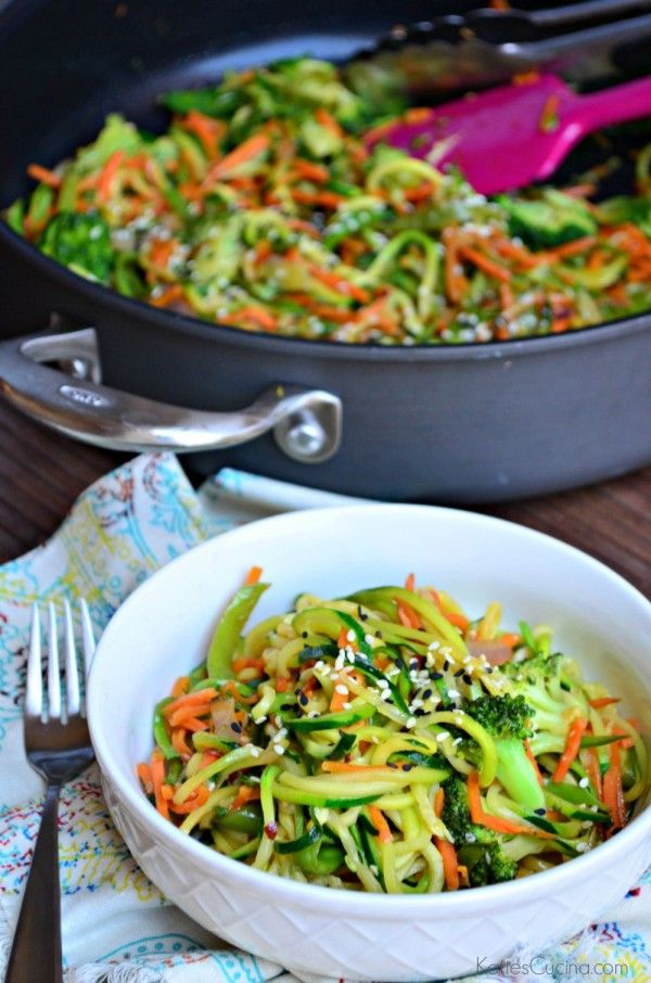 zoodle veggie stir fry recipe - perfect healthy lunch idea