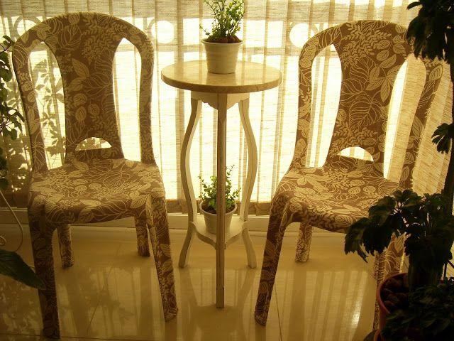 As cadeiras de madeira podem ser reformadas facilmente.   Lixar,envernizarou pintar, trocar sua forração, patchwork... São coisas que voc...