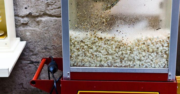 """Instrucciones para tu máquina de palomitas: Old Fashioned Movie Time Popcorn Maker. Las palomitas de maíz recién hechas, calientes, son un aperitivo muy popular, especialmente disfrutable mientras se mira una película. La """"Old Fashioned Movie Time Popcorn Maker"""" (Fábrica de Palomitas para ver Películas Viejas) es una máquina moderna con un aspecto que recuerda a otros tiempos, en que los vendedores ambulantes ofrecían palomitas ..."""