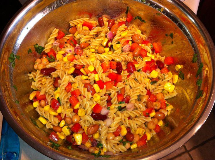 Salade froide de pâtes, haricots et maïs