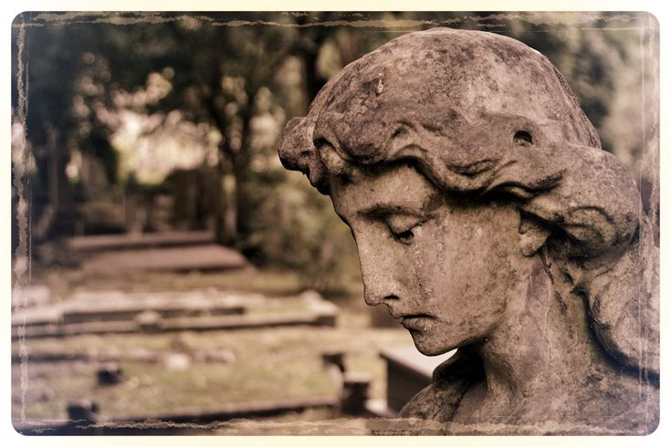 Angel, Highgate Cemetery - East