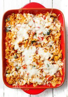 Zapiekanka makaronowa z kurczakiem, warzywami i serem