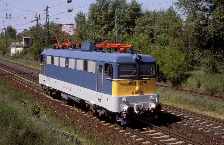 MÁV V43 1375 in Komárom, Hungary: Photo: Hansjörg Brutzer #Hungary #Komárom #MÁV