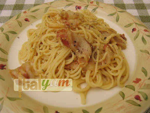 Spaghetti carbonara (Spaghetti alla carbonara) | Pasta recipes | Italian Recipes